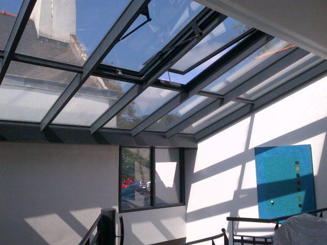 toiture verriere best verrire de toit en acier remplace luidentique installe sur une toiture en. Black Bedroom Furniture Sets. Home Design Ideas